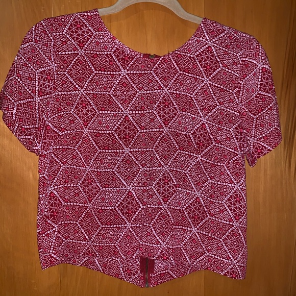 Forever 21 Tops - Trendy top!